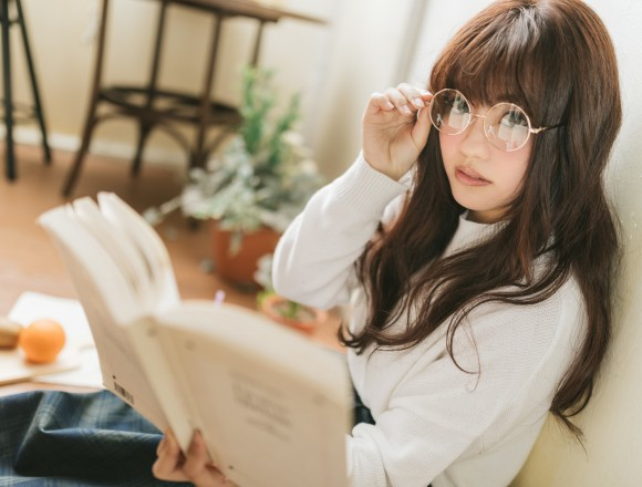 literature-girls-who-are-reading