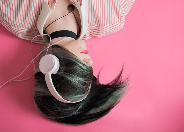 girl-1990347_640