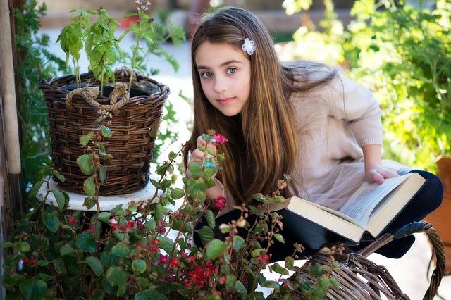 little-girl-3070211_640