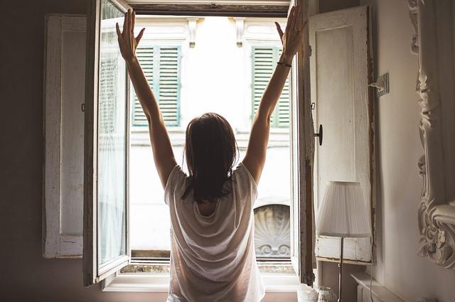 window-1148929_640